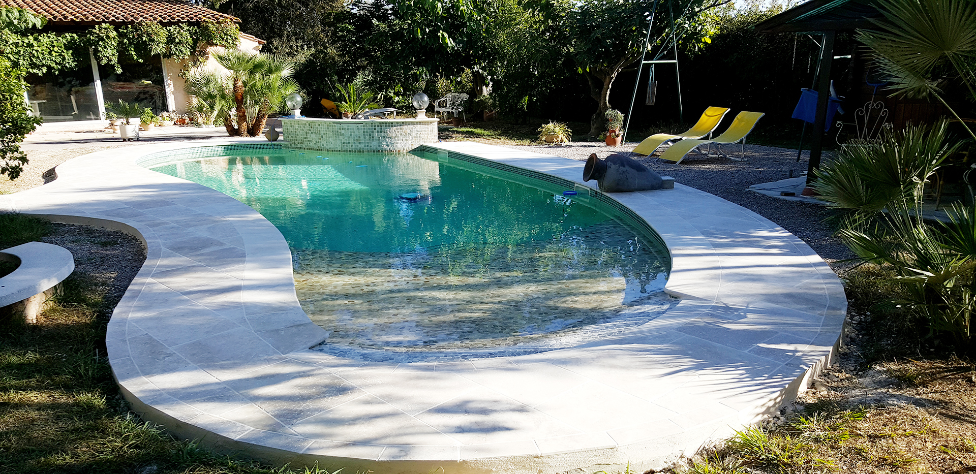 Photo Piscine Avec Plage Immergée pool with immerged deck or steps